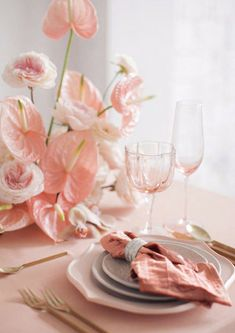 Ideas For Wedding Table Runner Pink Centerpieces Wedding Table Flowers, Wedding Table Centerpieces, Wedding Table Settings, Floral Wedding, Wedding Colors, Wedding Decorations, Place Settings, Wedding Reception, Wedding Coral