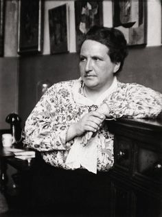 Gertrude Stein, photographed by Man Ray for Vanity Fair, August 1922 Modernist Writers, Modernist Literature, Man Ray, Moving To Paris, Writers And Poets, Book Writer, Photographs Of People, Art Moderne, Aesthetic Vintage