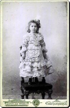 """Ayşe Sultan (Osmanoğlu)II. Abdülhamit'in kızıdır.1960'ta """"Babam Sultan Abdülhamid"""" adıyla hatıralarını yayımladı"""