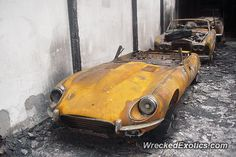 Jaguar E-Type crashed in Duesseldorf, Germany