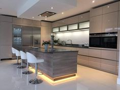 50 Stunning Modern Kitchen Design Ideas - HOMYHOMEE 50 Stunning Modern Kitchen Design Ideas - HOMYHOMEE 50 Stunning Modern Kitchen Design Ideas<br> Is it true that you are sick of taking a gander at your equivalent old kitchen? Don't you feel motivated … Luxury Kitchen Design, Kitchen Room Design, Dream Home Design, Luxury Kitchens, Home Decor Kitchen, Modern House Design, Interior Design Kitchen, Kitchen Ideas, Kitchen Modern