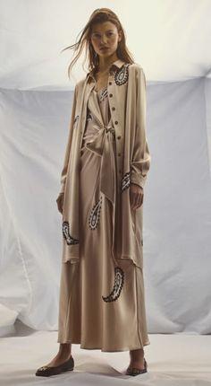 Tory Burch, Duster Coat, Fashion Show, Raincoat, Kimono Top, Product Launch, Shirt Dress, Denim, Model