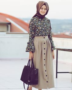 Retro hijab skirt combination - Retro hijab skirt combination Informations About Retro tesettür etek kombini Pin You can easily use - Muslim Fashion, Modest Fashion, Skirt Fashion, Fashion Dresses, Hijab Casual, Hijab Chic, Modest Outfits, Casual Dresses, Estilo Abaya
