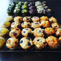 Coffee Guide, Pastry Shop, Cafe Food, Something Sweet, Doughnut, Baking Recipes, Muffin, Food And Drink, Cupcakes