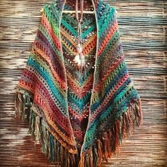 Idea - No pattern - Shawl - Poncho Inspiration! Poncho Crochet, Crochet Bolero, Crochet Diy, Crochet Shawls And Wraps, Crochet Jacket, Love Crochet, Crochet Scarves, Crochet Crafts, Crochet Clothes