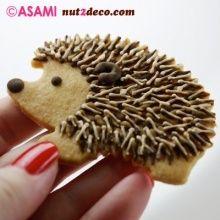 Too cute hedgehog cookies! Cookies Cupcake, Galletas Cookies, Fancy Cookies, Iced Cookies, Cute Cookies, Royal Icing Cookies, Sugar Cookies, Cupcakes, Hedgehog Cookies