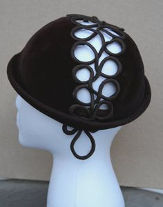 1940's Women's hat by Hattie Carnegie by herndonbetsy on Etsy.  (Note from CIty Girl Hats - I have two Hattie Carnegie hats!)