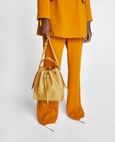4 Trendy Zara Bags For This Summer - FashionActivation Nyc Fashion, Fashion Design, Fashion Trends, Fashion Outfits, New York Girls, Wearing All Black, Zara Bags, On Repeat, Cropped Cardigan