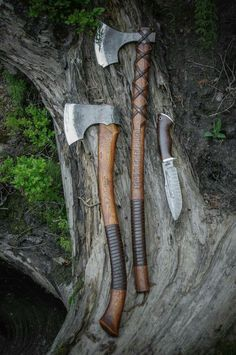 """Brace yourselves with brothers of The Bad Company - Northlander Forest axe """"Stalwart"""", Baltic Viking's axe """"Braveheart"""" and Damascus Bowie knife """"White Wolf""""! Available to order in our website. Cool Knives, Knives And Tools, Knives And Swords, Messer Diy, Vikings, Battle Axe, Viking Battle, Viking Axe, Fantasy Weapons"""
