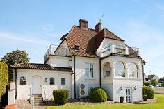 Jugendvilla anno 1917 vid vattet Villa till salu på Åvägen 18 i Åhus - Mäklarhuset