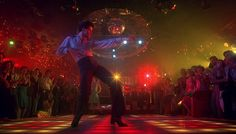 John Travolta disco dancing in an iconic scene from Saturday Night Fever which takes place in Brooklyn. Look Disco, Disco Disco, Disco Ball, 1970s Disco, Disco Floor, You Should Be Dancing, Comedia Musical, Musica Disco, Daphne Guinness