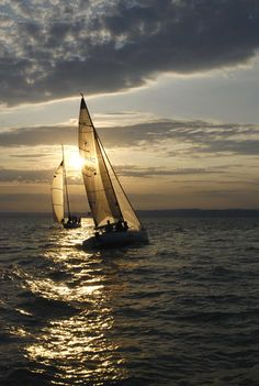 visitheworld: Sailing at sunset on Balaton Lake, Hungary (by Jakab).