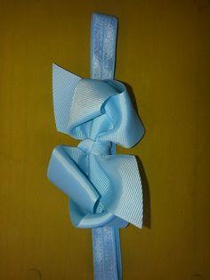 Haarband xxl strik licht blauw € 4,00