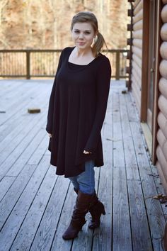Black Tunic + Brown Boots--- Me wants the Tunic