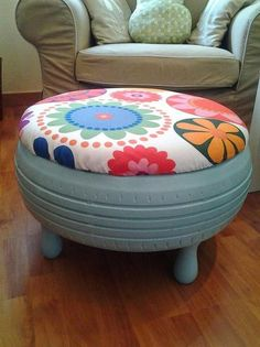 This is a tire. Sustainable home decor. Fun, easy and simple diy Tire Furniture, Recycled Furniture, Handmade Furniture, Furniture Ideas, Furniture Design, Tire Craft, Tire Chairs, Tyres Recycle, Reuse Recycle