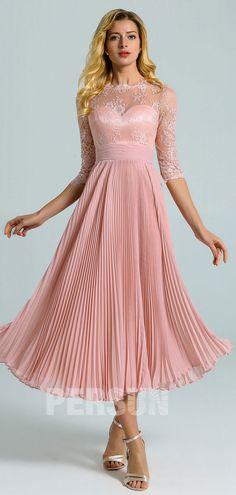 Robe de cocktail mi-longue rose chair col illusion à feston avec manches courtes en dentelle et jupe plissé