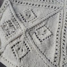 Hjælp! 🙏 Vi mangler stadig et navn til vores strikket babytæppe. Kom med et bud og få opskriften gratis, hvis vi vælger dit forslag! Du kan også se tæppet i fuld størrelse på tidligere billede 🌿 #strikkeopskrift #babytæppe #strik #bcgarn #økologisk #garn #knitting #babyblanket #organic #yarn #ecofriendly #ecoknittingdk #igers #tagsforlikes #vsco #vscocam #vscogood