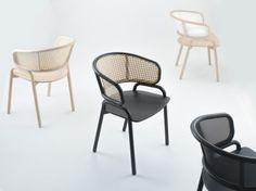 La silla Frantz, diseñada por el estudio de diseño con sede en Tel Aviv, Producks, toma su inspiración de un viaje al noreste de Italia, específicamente a la ciudad de Udine, un área enfocada en la producción de mobiliario de madera y claramente con una gran herencia de las técnicas artesanales y la pasión por el oficio.