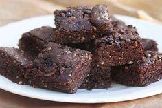 5-ingredient (and 5-minute!) raw brownies - vegan