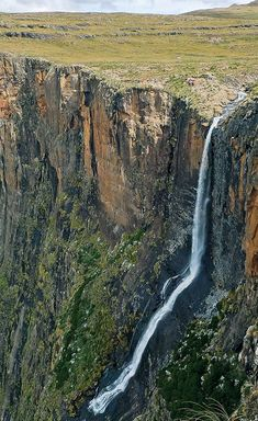 chute de Drakensberg Paises Da Africa, Out Of Africa, Silvester Trip, South Afrika, Cape Town South Africa, Kwazulu Natal, Beautiful Waterfalls, Africa Travel, Adventure Is Out There