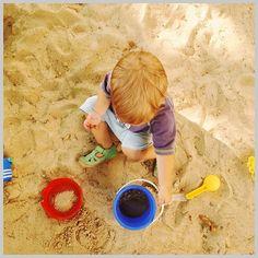 Schon Hättet Ihr Euch Vorstellen Können Wie Faszinierend Es Sein Kann Einfach  Einem Kleinen Menschen Beim Sandspielen Zuzusehen? Faszinierend Wird Es  Natürlich ...
