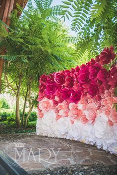 Paper Flower Backdrop for newly-weds is a stylish and elegant option Paper flower backdrop by MIO GALLERY means beauty and elegance because it is