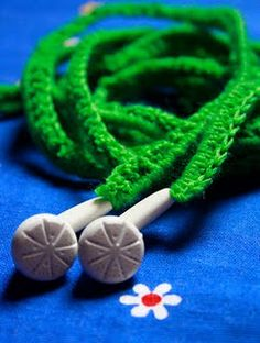 crochet covered ear phones ~ I should do this Crochet Quilt, Crochet Cross, Crochet Yarn, Yarn Crafts, Diy Crafts, Crochet Decoration, Couture, Crochet Projects, Yarn Projects