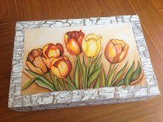 Alhajero con tulipanes pintados al óleo, con marco craquelado.