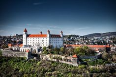 Dominating the city horizon, Bratislava castle is one of the most popular sightseeing spots in the capital of Slovakia. Bratislava Slovakia, Austro Hungarian, Big Country, Manor Houses, Capital City, Castles, The Good Place, Europe, Map