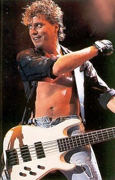 Rick Savage Bassist | photo-Rick-Savage-bass-guitarist-gruppi-Def-Leppard
