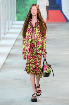 Clima de balneário invade no verão 2019 da Michael Kors - Vogue   Desfiles  Primavera Verão 0d329b15c6