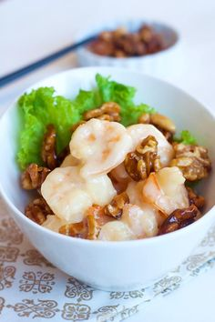 """Honey Walnut Shrimp (核桃虾) _ is loaded with all the right stuff: crunchy candy-glazed walnuts, big shrimp (which is referred to as """"prawn"""" elsewhere), mayonnaise, condensed milk, & honey. Prawn Recipes, Seafood Recipes, Asian Recipes, Cooking Recipes, Chinese Recipes, Chinese Food, Keto Recipes, Asian Foods, Easy Delicious Recipes"""
