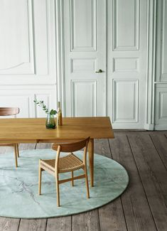 Carl Hansen & Son presented this year the relaunch of the Danish modernist Hans J Wegner CH23 dining chair. This one was designed at the same time as the Wishbone chair. Sit back, relax and meet The Final Chair From The Original Hans J Wegner Collection of Four!  See about: http://diningtablesandchairs.eu  #Decorideas #diningare #diningchair #diningroom #diningtable #homedecor #interiordesign