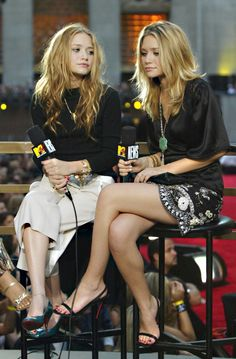 "To say that Ashley Olsen is a trendsetter would be like saying the cast of ""Magic Mike"" is good-looking (some things are just obvious). Though Miss Olsen. Ashley Olsen Style, Olsen Twins Style, Ashley Olsen Hair, Mary Kate Ashley, White Button Down Outfit, Olsen Sister, Holiday Fashion, Holiday Style, Fall Fashion"