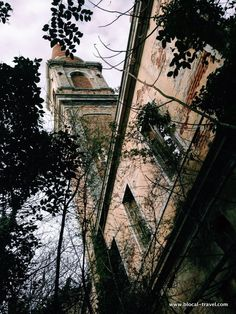 Poveglia, the haunted island, Venice - #urbex Abandoned places in Veneto || Read my blogpost here: http://www.blocal-travel.com/urbex/industrial-archaeology/urbex-italy-veneto/