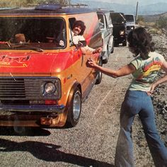 aesthetic hippie The Hitchhiking Craze: When Girls Thumbed a Ride in the - Flashbak Esprit Hippie, 70s Hippie, Hippie Vibes, Hippie Man, 1970s Aesthetic, Aesthetic Vintage, Pink Aesthetic, Vintage Vogue, Vintage Vibes