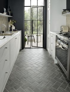 Kitchen Interior Design Kitchen floor tiles by Topps Tiles - Small kitchen but still want it to be stylish and spacious-feeling? These tile design ideas will make your small kitchen feel bigger and brighter Diy Kitchen, Kitchen Interior, Kitchen Decor, Kitchen Ideas, Kitchen Cabinets, White Cabinets, Kitchen Small, Design Kitchen, Awesome Kitchen