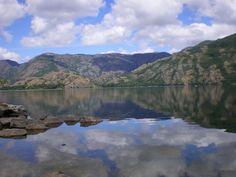 Castilla y León (Zamora): Lago de Sanabria. --- Lac de Sanabria. http://es.wikipedia.org/wiki/Parque_natural_del_Lago_de_Sanabria_y_Alrededores