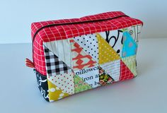 Yes, I made yet another pouch :). I simply cant help it these days. This pouch has been on my to...