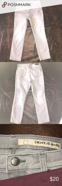 🚨price drop🚨Women's gray DKNY jeans size 8 Women's gray DKNY jeans Size 8 Gently used 98% cotton, 2% elastin Dkny Jeans Straight Leg