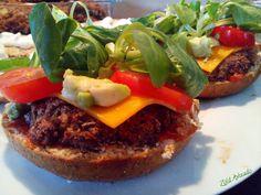 lencseburger a tökéletes húsmentes Hamburger (laktózmentes, tojásmentes, vegán) / házi bulikra, gyerek zsúrokra / Recept / lencse, dió, sós magok, sárgarépa, lila hagyma, fűszerek