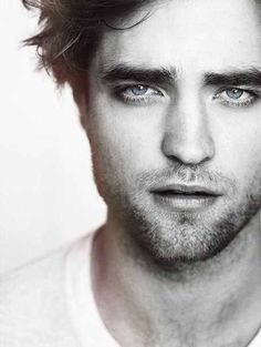Robert Pattinson - Don't usually find him attractive, but in this picture......damn!