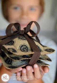 DIY Homemade fabric gift idea: No Sew Fabric Scented Sachets