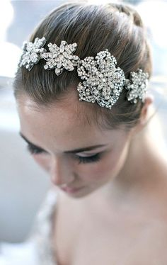 Take a look at statement necklaces that can be so versatile... Enchanted Atelier Sophie Headband/Necklace/Sash