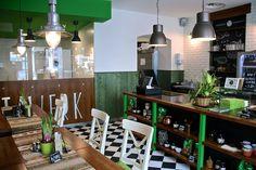 Pitawerk | Stadtbekannt Wien | Das Wiener Online Magazin Heart Of Europe, Conference Room, Table, Burger, Furniture, Restaurants, Home Decor, Vienna, City