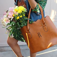Currently my favorite work and weekend trip purse from @kraftychix ! We got one more day of STAAR testing keep praying for our Texas students!  Happy hump day loves!! #kraftychix #monogram #bag #texasblogger #socialstudiesrocks #purse #worldculture #currentobsession #instastyle #style #fashioninspiration #flowers #prayerispower by runwayteacher