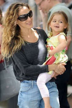 City Swinger: Sarah Jessica Parker carried her daughter in NYC.