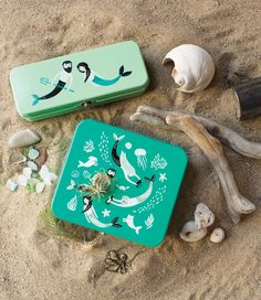 The Danica Studio Sea Spell Keepsake Box is perfect for storing art supplies, photographs, jewelry, and travel memorabilia. Pen Shop, Pencil Boxes, Merfolk, Tin Boxes, Underwater World, Art Store, Keepsake Boxes, Decorative Boxes, Illustration Art