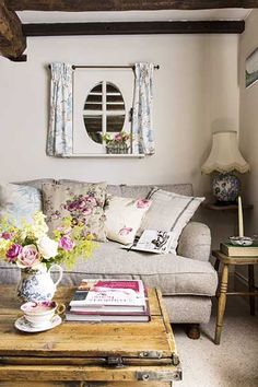 20 Design Ideas With Cottage Furniture a thatched cottage with an intriguing past English Cottage Interiors, English Cottage Style, English Country Decor, Cottage Style Homes, Country Farmhouse Decor, Cottage Design, Country Cottage Decorating, Rustic Decorating Ideas, English Cottage Bedrooms