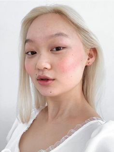 Easy to use, sheer, buildable gel cream blush in four shades that create a natural glow. Blush that looks like your skin made it. Cloud Paint Duo, Painted Beams, Glossier Cloud Paint, Glossier Look, Glossier Girl, Glossy Makeup, Cream Blush, Eye Cream, Beauty